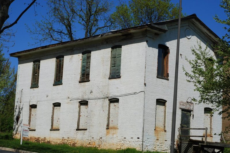 Restons old building not far from RTC.jpg
