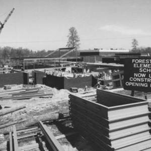 Building Forest Edge elementary in 1970.jpg